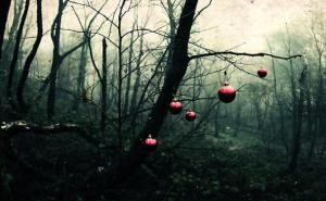 creepy christmas tree_608x376